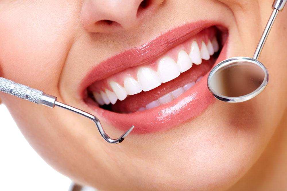 scaling teeth by dentist